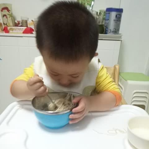 高小兴吃饭饭!